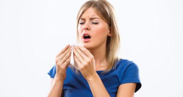 К чему чихать в среду - примета по времени. Толкование для девушек и женщин
