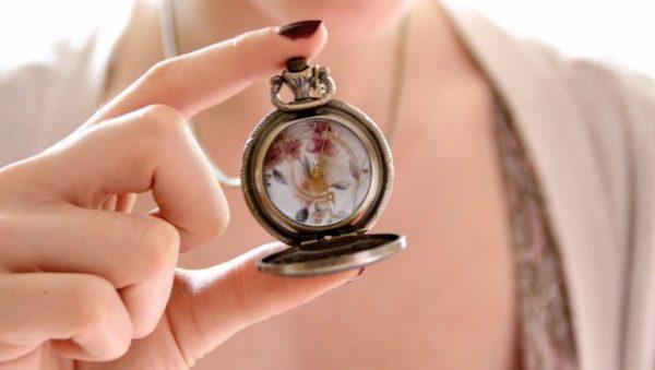 Почему нельзя дарить часы в подарок мужчине, женщине или ребёнку - приметы и суеверия