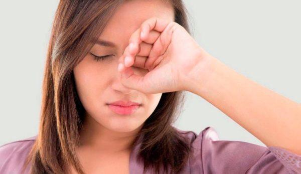 К чему чешется левый глаз - примета по дням недели. Подробное толкование для девушек, женщин и мужчин
