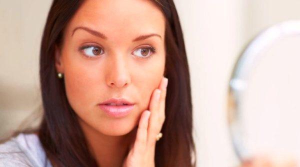 К чему горят щеки у девушек, женщин и мужчин - примета по дням недели и времени суток